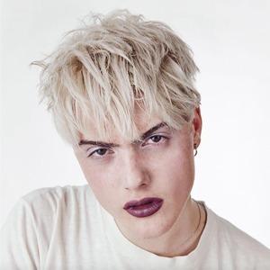 На кого подписаться: Трансгендерная модель Касил Макартур — Стиль на Wonderzine