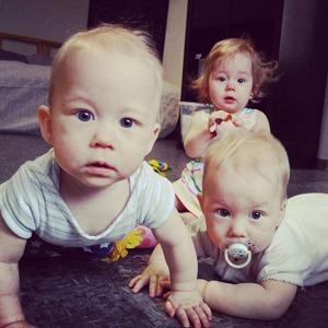 Трое — это банда: Как я случайно родила тройню и ращу её без нянь — Личный опыт на Wonderzine