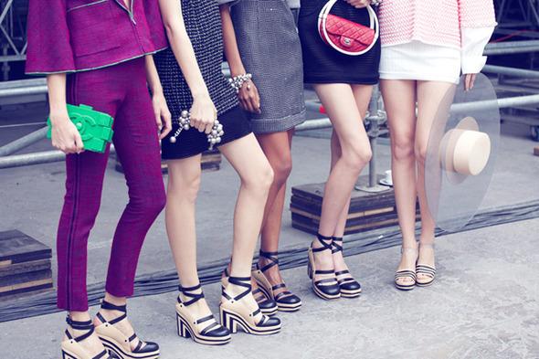Парижская неделя моды: Показы Chanel, Valentino, Alexander McQueen и Paco Rabanne — Paris Fashion Week на Wonderzine