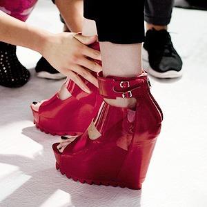 Репортаж:  Бэкстейдж Undercover  SS 2014 — Paris Fashion Week SS 2014 на Wonderzine