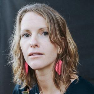 Новое имя: Повелительница синтезаторов Кейтлин Орелия Смит — Музыка на Wonderzine