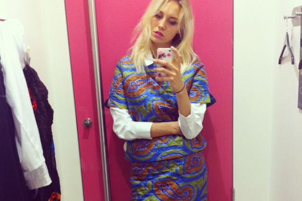Дневник стилиста: Тесс Йопп о старушках, девочке-капкейк и облитой Джорджии Мэй Джаггер — London Fashion Week  на Wonderzine