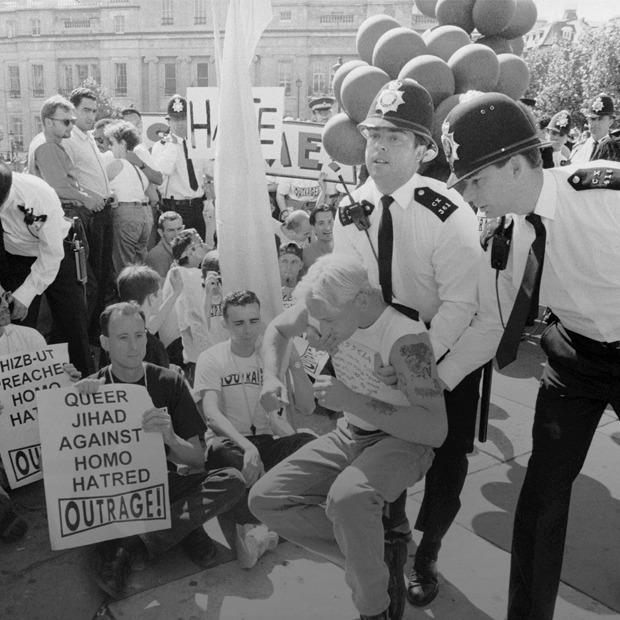 Геи против геев: Кто придумал разоблачать гомосексуальность политиков