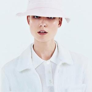Огромные шляпы в новых коллекциях — Тенденция на Wonderzine