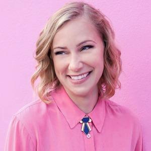 На кого подписаться: Видеоблог психотерапевта Кэти Мортон — Жизнь на Wonderzine