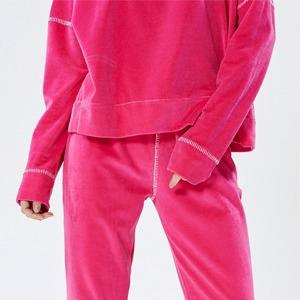Роскошный комфорт: Возвращение плюшевых костюмов — Тенденция на Wonderzine