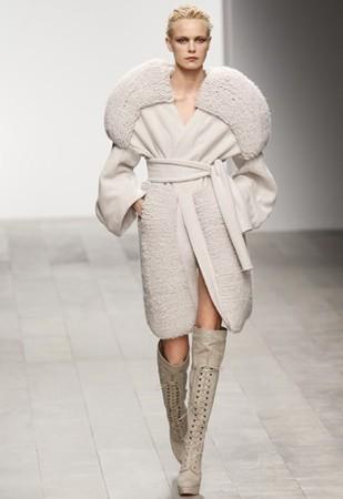 Премьерный показ Mark Fast fw 11/12 в России — Aurora Fashion Week на Wonderzine