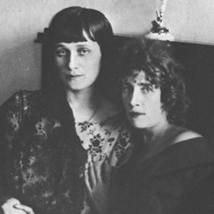 Поэтка, поэтесса или поэт: Кем видят себя женщины, пишущие стихи — Мнение на Wonderzine