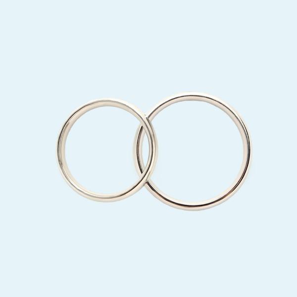 «Никаких компромиссов»: Женщины о смене фамилии после замужества
