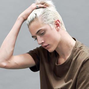 Новое имя:  17-летний музыкант и топ-модель Лаки Блю — Стиль на Wonderzine