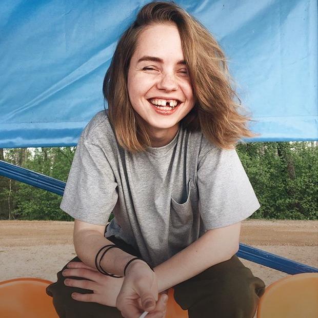 Я почти год живу без переднего зуба и многому научилась
