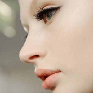Как клеить и носить накладные ресницы — Красота на Wonderzine