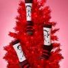 Рианна выпустила коллекцию праздничных носков