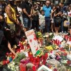 На улицах Барселоны  и в соцсетях почтили память жертв теракта