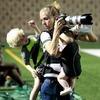 В социальных сетях восхищаются снимком «мультизадачной мамы»
