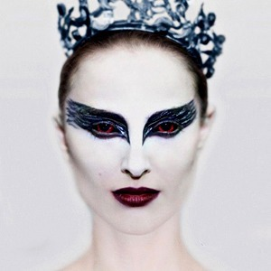 От Шанель до Тиши: Театральные костюмы модных дизайнеров