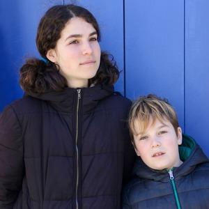«Мои дети говорят на шести языках»: Как живут многоязычные семьи
