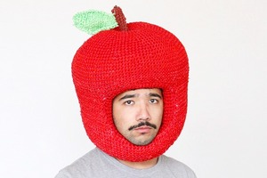 На кого подписаться  в Instagram: Художник  и его шапки в форме еды