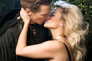 Romantic Collection:  18 кинозвезд поцеловались для видео