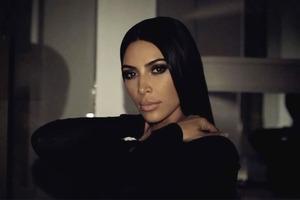 Видео дня: Ким Кардашьян в новом промо Пэт Макграт
