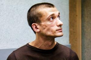 Павленский уехал из России из-за обвинения  в изнасиловании