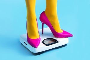 «Женственность — это быть слабой»: Avon отметили  8 Марта