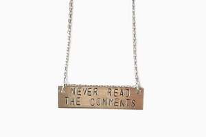 Серебряная подвеска «Never Read the Comments»