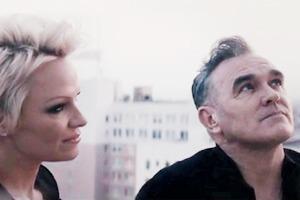 Две звезды: Моррисси снял видео с Памелой Андерсон