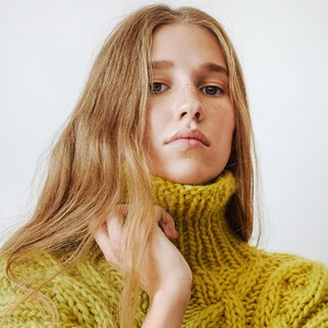 MIR Stores:  Объемные свитера  и кардиганы из Москвы