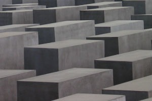 Yolocaust: Акция против селфи на фоне мемориала жертвам Холокоста