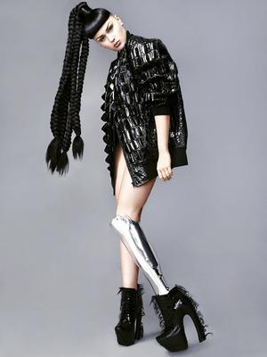 Бионическая певица Виктория Модеста о восприятии инвалидности