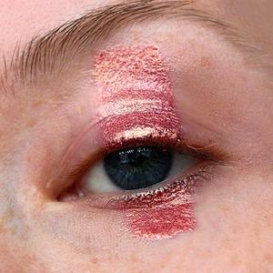 Правила вычитания: Как сделать актуальный макияж, убрав одну деталь