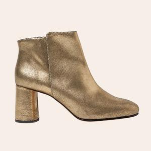От классических ботинок до казаков: 30 пар обуви на осень