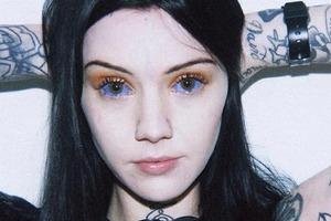На кого подписаться: Татуировщица и звезда сериала i-D Грейс Нейтрал
