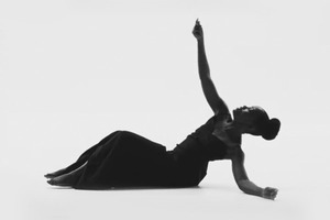 Видео дня: Люпита Нионго  в клипе Jay Z «MaNyfaCedGod»