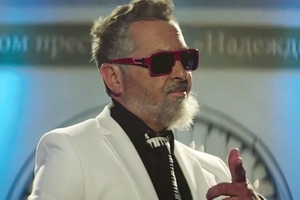 Клип дня: «Руки вверх!»  и другие российские звёзды  в роли пенсионеров