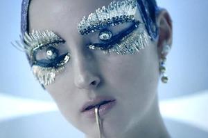 Banks выпустила сюрреалистичный клип  на «Gemini Feed»