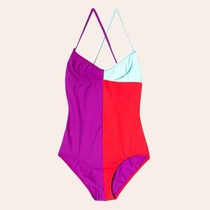 Что носить летом:  10 лаконичных слитных купальников
