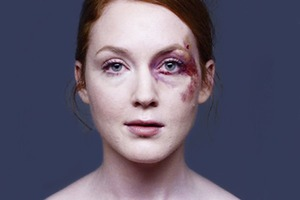 Социальная реклама учит не игнорировать жертв насилия
