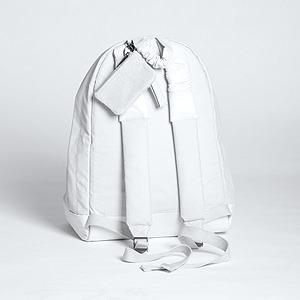 Никомеде Талавера, дизайнер,  одевающий парней в платья