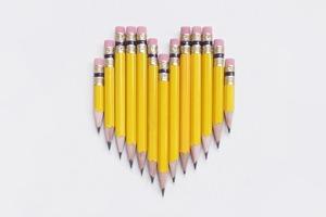 На кого подписаться: Картины из карандашей и блокнотов Present & Correct