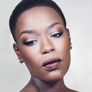 10 полезных YouTube-блогов о макияже