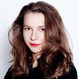 Ювелирный дизайнер Полина Медведева о косметике и цигуне