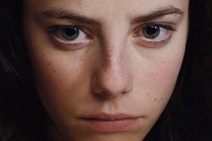 Кая Скоделарио в триллере «Вся правда об Эммануэль»