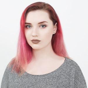 Бьюти-блогер Мила Булатова о любимой косметике и макияже