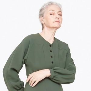 «Вылезаешь из грязи и омута»: Как я стала моделью в 70 лет
