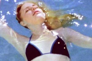 Карен О выпустила клип  о лете и любви