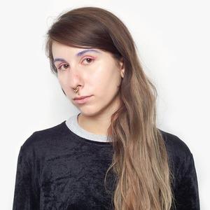 Журналистка Аня Сахарова об отношениях с собой и любимой косметике