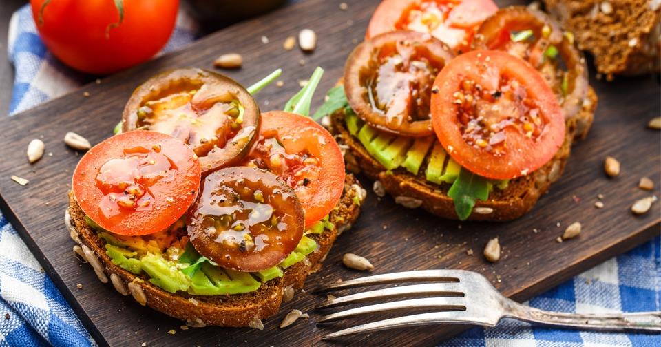 Бутерброды в микроволновке с кетчупом
