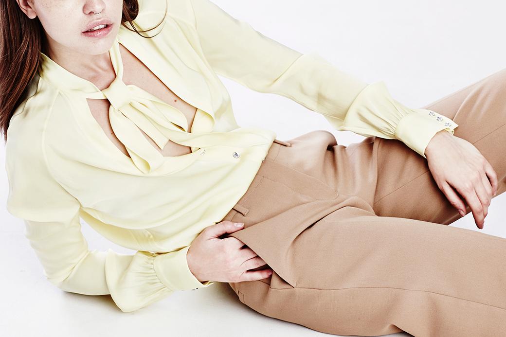 Что носить осенью:  7 женственных  блуз с бантом. Изображение № 5.